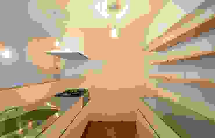 下馬の住宅 / House in Shimouma モダンな キッチン の Niji Architects/原田将史+谷口真依子 モダン