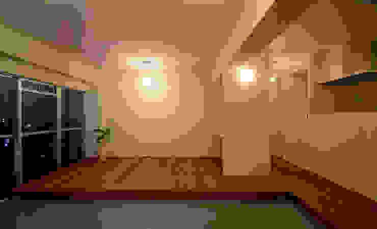 下馬の住宅 / House in Shimouma モダンスタイルの寝室 の Niji Architects/原田将史+谷口真依子 モダン