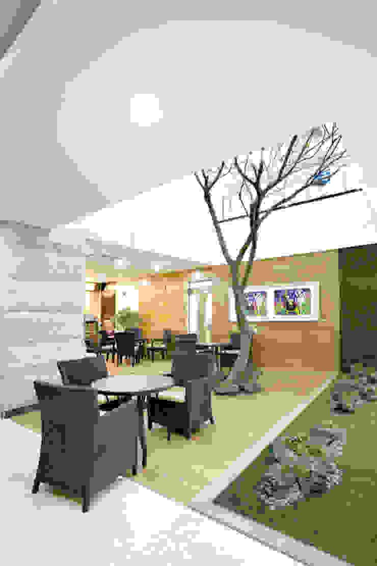 Modern hospitals by 참공간 디자인 연구소 Modern