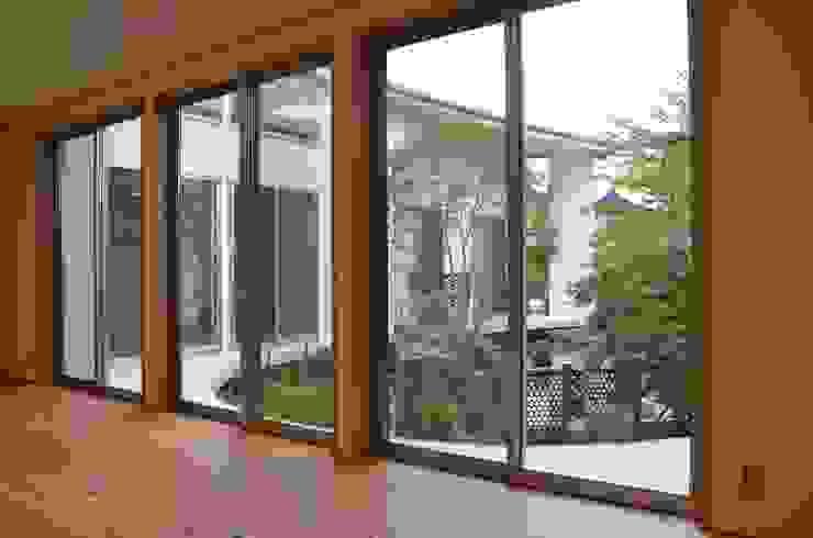 ヒロノアソシエイツ一級建築士事務所 Moderne Fenster & Türen