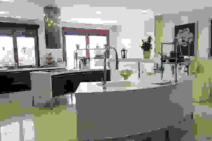 Kitchen by Rubén Sánchez Albillo. Arquitecto, Modern