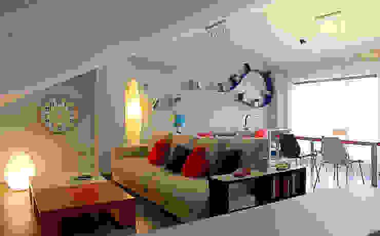 Modern Living Room by Rubén Sánchez Albillo. Arquitecto Modern