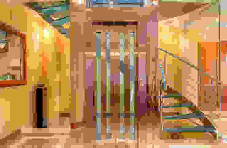 Modern Corridor, Hallway and Staircase by Rubén Sánchez Albillo. Arquitecto Modern
