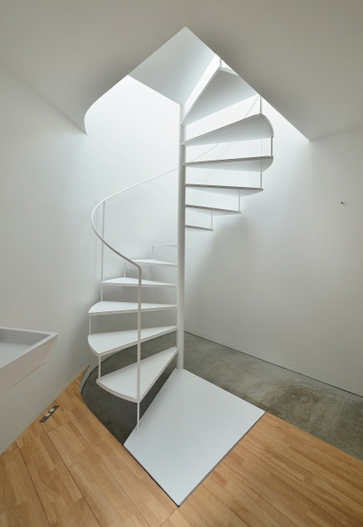 Niji Architects/原田将史+谷口真依子 Minimalist corridor, hallway & stairs
