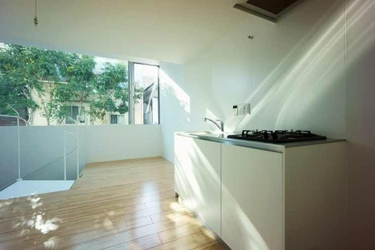 Niji Architects/原田将史+谷口真依子 Minimalist kitchen