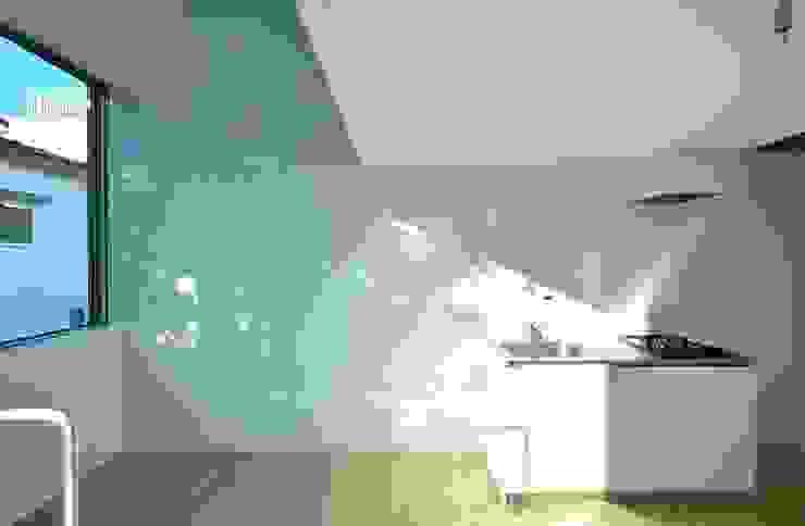 Niji Architects/原田将史+谷口真依子 Minimalist kitchen
