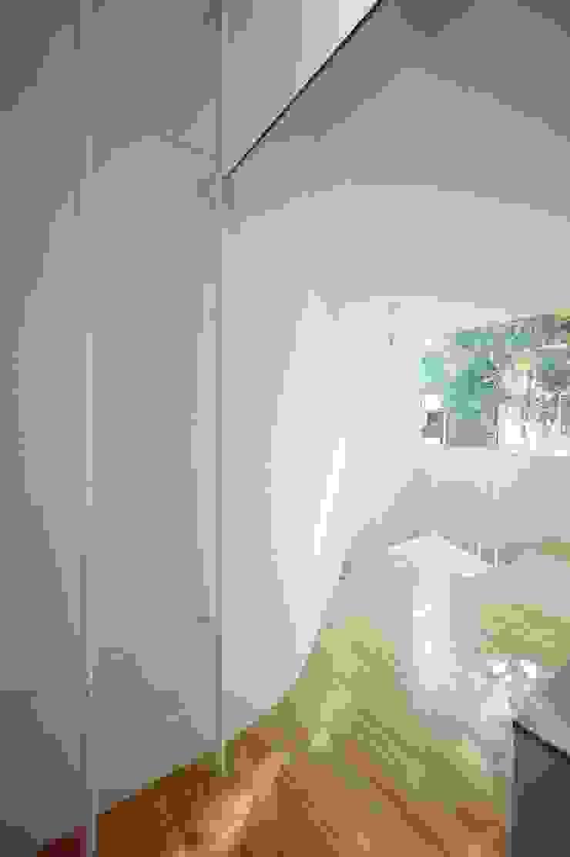 Niji Architects/原田将史+谷口真依子 Minimalist dining room