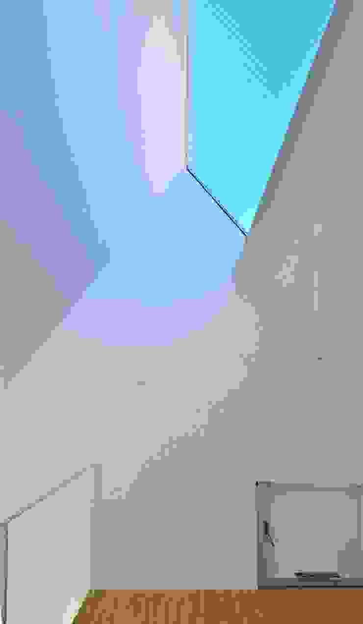 鷹番の長屋 / Townhouse in Takaban ミニマルスタイルの 寝室 の Niji Architects/原田将史+谷口真依子 ミニマル