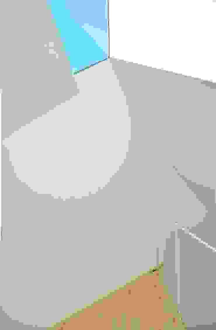 Niji Architects/原田将史+谷口真依子 Minimalist bedroom