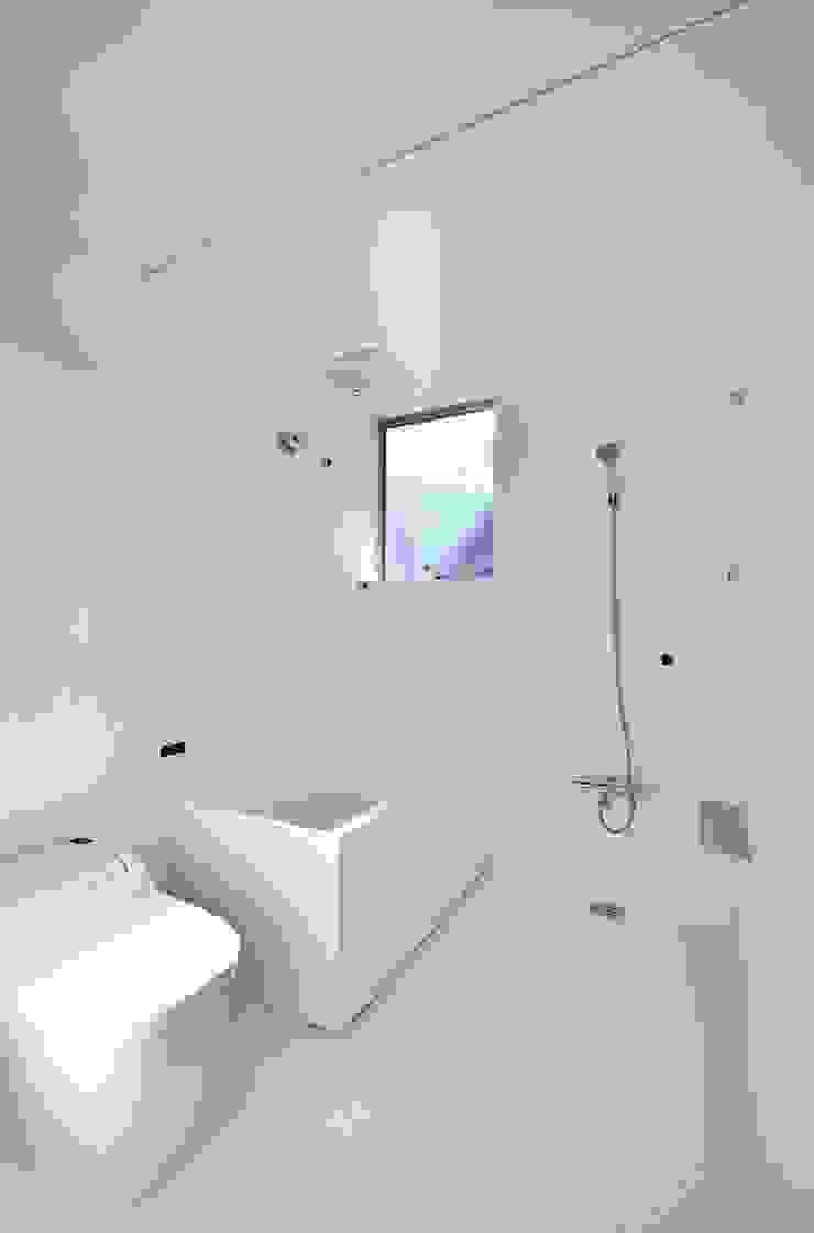Niji Architects/原田将史+谷口真依子 Minimalist bathroom