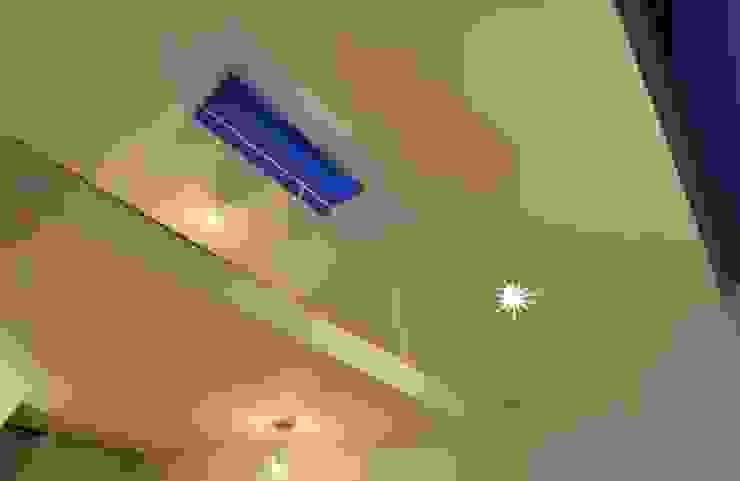 Niji Architects/原田将史+谷口真依子 Minimalist living room