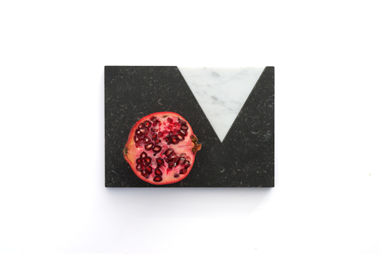 Marble platters to create your own edible scenes: modern  door Studio Jorrit Taekema, Modern