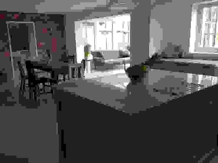 Dijon Tumbled Limestone - Kitchen/Garden Room Classic style kitchen by Floors of Stone Ltd Classic