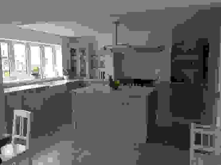 Dijon Tumbled Limestone - Kitchen Classic style kitchen by Floors of Stone Ltd Classic