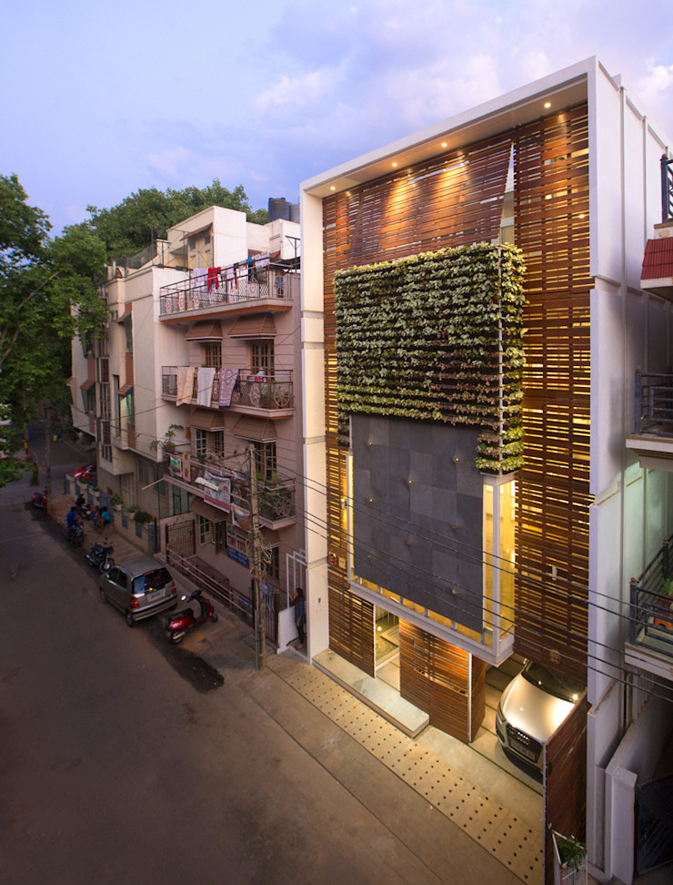 M House by Technoarchitecture Modern houses by And Let There Be Lights Modern