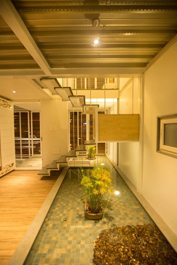 M House by Technoarchitecture Modern corridor, hallway & stairs by And Let There Be Lights Modern