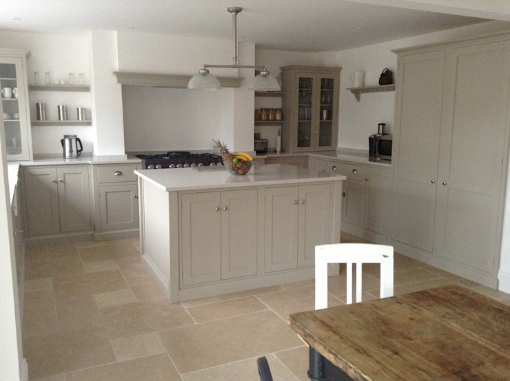 Dijon Tumbled Limestone - Mushroom Kitchen Classic style kitchen by Floors of Stone Ltd Classic