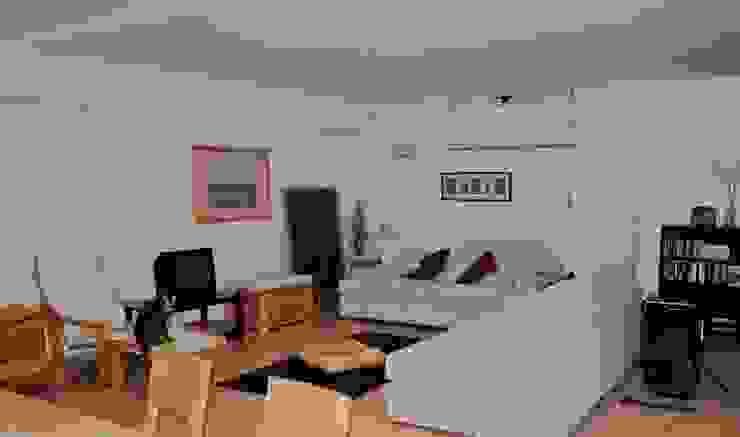 Zona soggiorno prima Soggiorno moderno di LET'S HOME Moderno