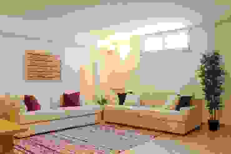 Zona soggiorno dopo Soggiorno moderno di LET'S HOME Moderno