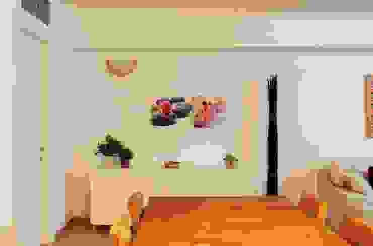 Zona pranzo dopo Sala da pranzo moderna di LET'S HOME Moderno