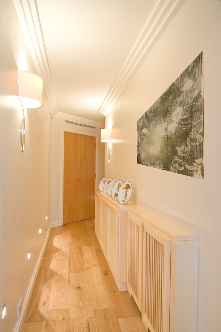 Hall Couloir, entrée, escaliers classiques par Meltons Classique