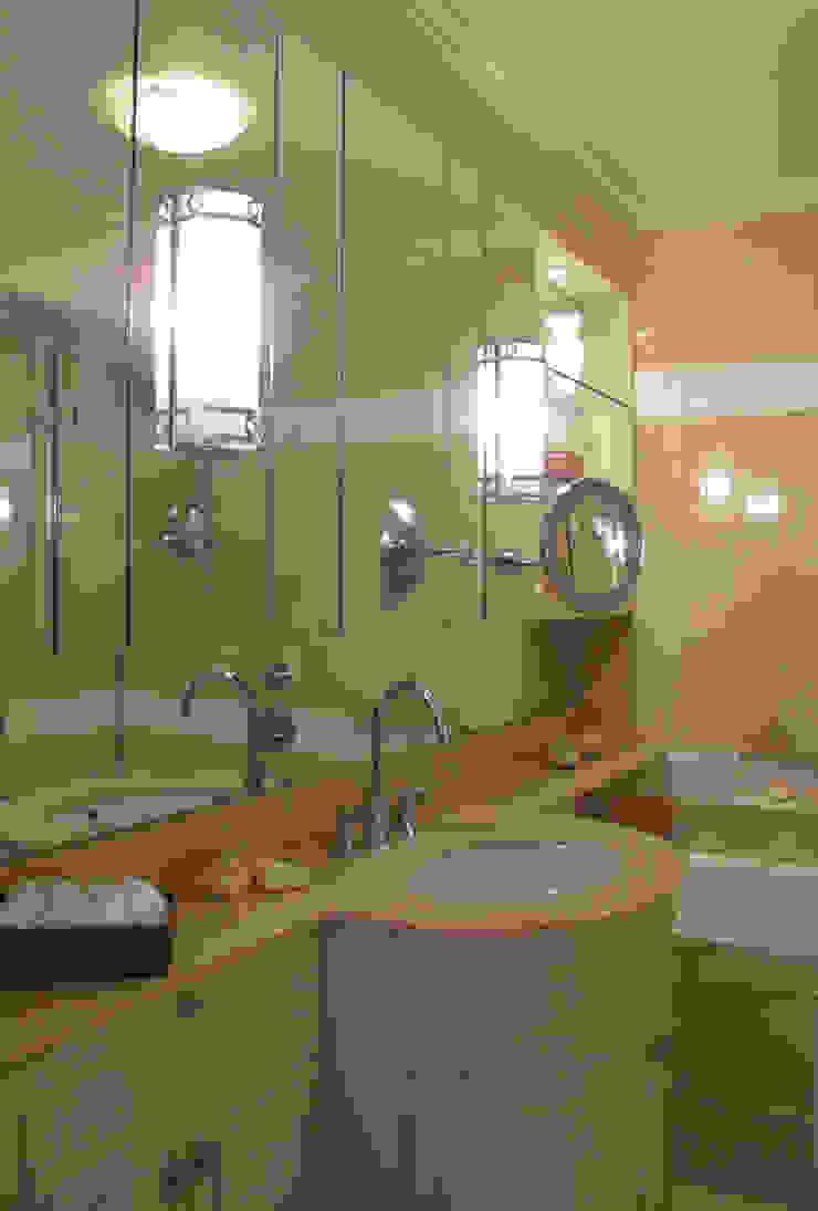 Section of Master Bathroom Salle de bain classique par Meltons Classique