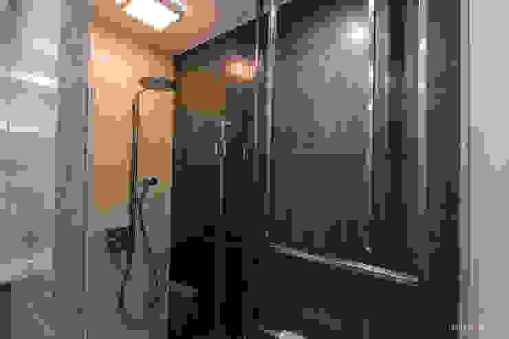 I_004 Minimalistyczna łazienka od SNCE Studio Minimalistyczny