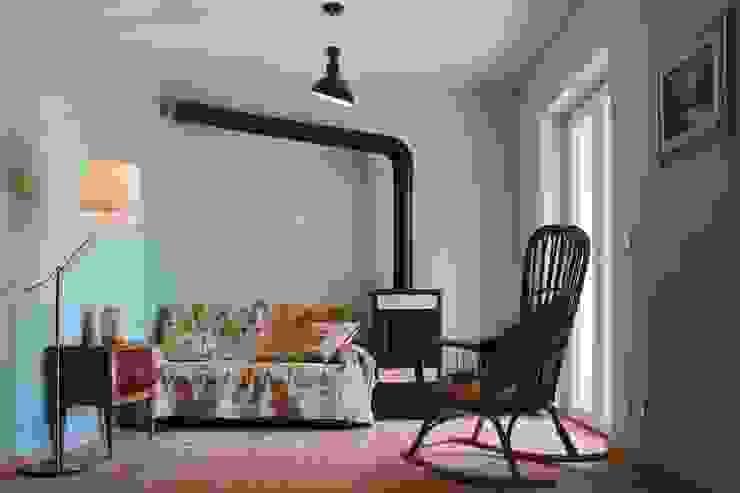 Projekty,  Salon zaprojektowane przez AreaNova officina di architettura, Rustykalny