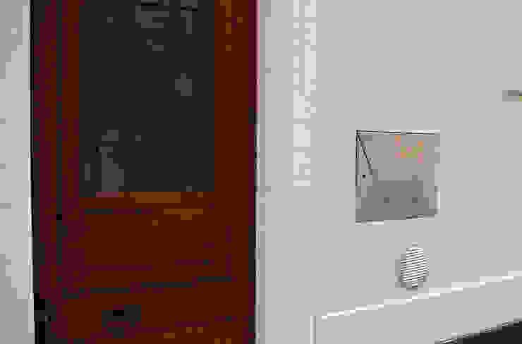 Casa Apice Bellini raffaele iandolo architetto Ingresso, Corridoio & ScaleAccessori & Decorazioni