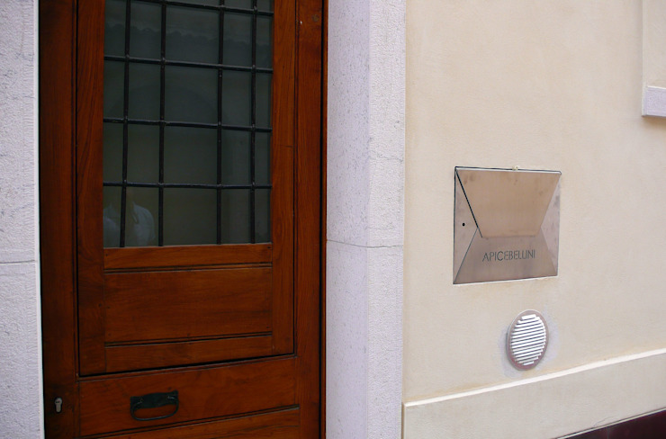 raffaele iandolo architetto 玄關、走廊與階梯配件與裝飾品