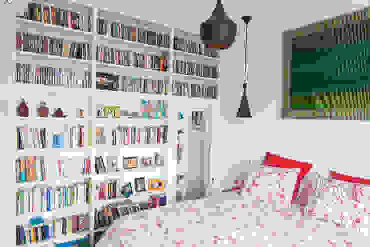 Modern Bedroom by Lise Compain Modern