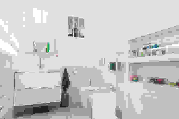 Modern Bathroom by Lise Compain Modern
