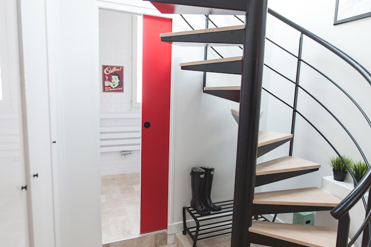 Modern Corridor, Hallway and Staircase by Lise Compain Modern
