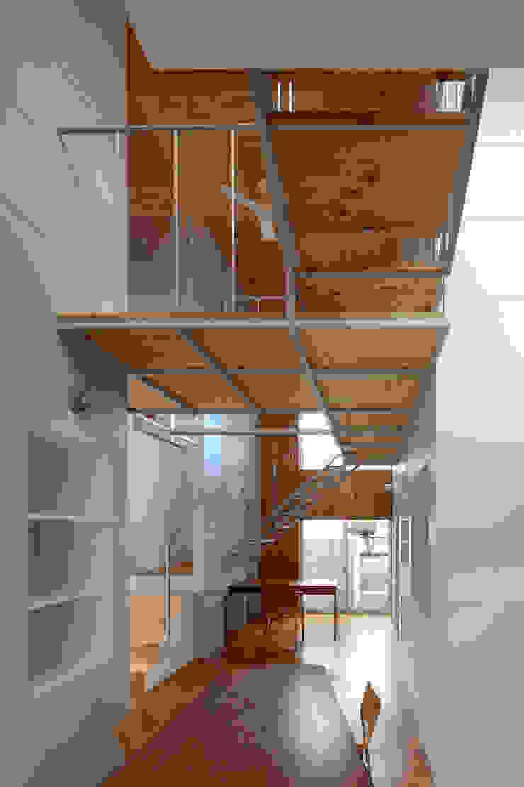 ห้องโถงทางเดินและบันไดสมัยใหม่ โดย アトリエ ヴォイド・セット一級建築士事務所 โมเดิร์น