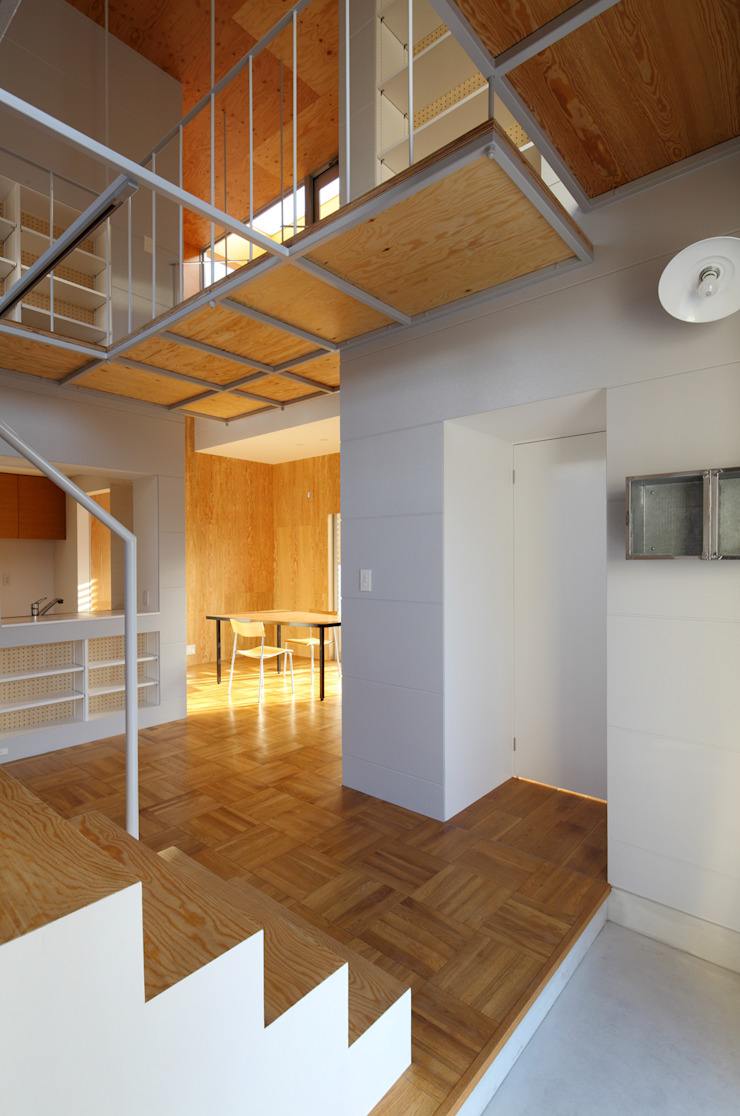 Ingresso, Corridoio & Scale in stile moderno di アトリエ ヴォイド・セット一級建築士事務所 Moderno