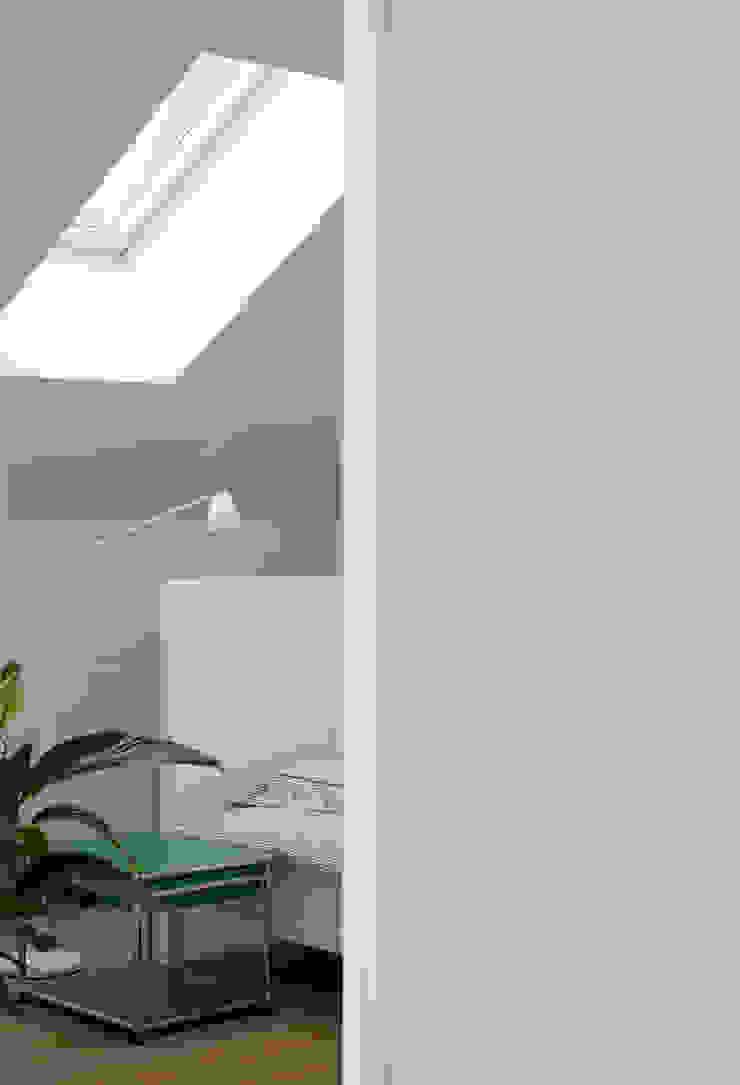 Camera da letto moderna di REFORM Konrad Grodziński Moderno