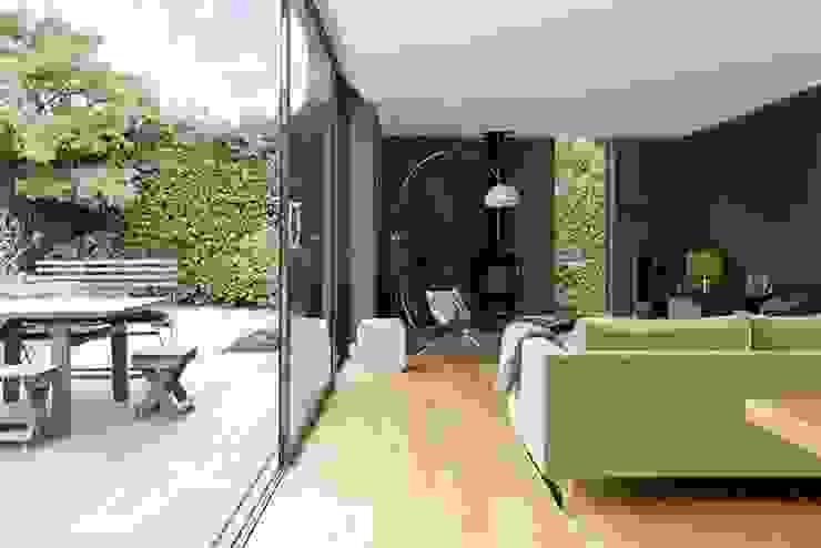 IJLA – Chic Garden Jardines de estilo moderno de IJLA Moderno