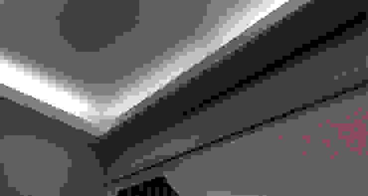 corniche lumineuse Couloir, entrée, escaliers modernes par AGENCE APOLLINE TERRIER Moderne