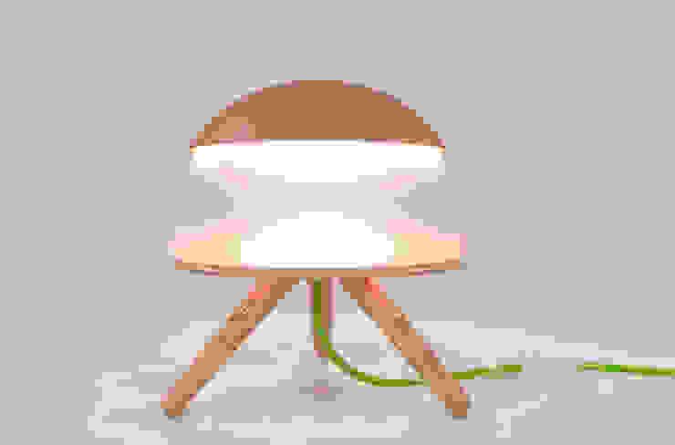 Lamp in normal position di Nella Figueroa Moderno