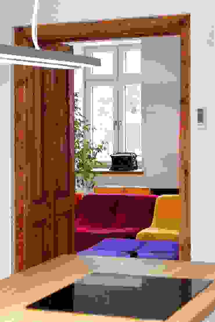 Livings modernos: Ideas, imágenes y decoración de REFORM Konrad Grodziński Moderno