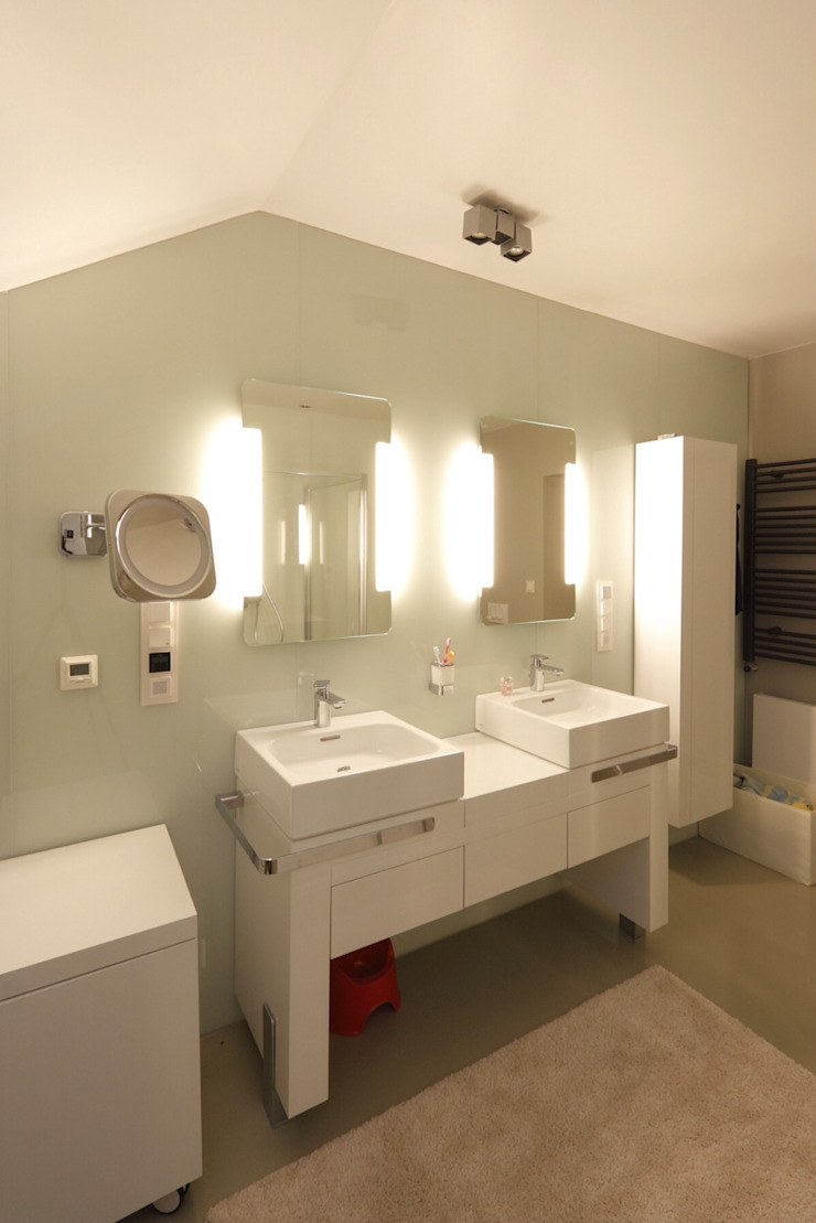 Baños modernos de REFORM Konrad Grodziński Moderno