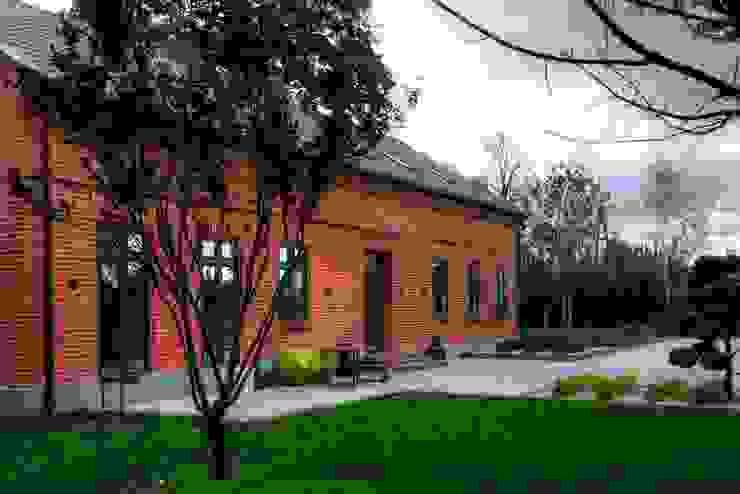 Casas modernas: Ideas, imágenes y decoración de REFORM Konrad Grodziński Moderno
