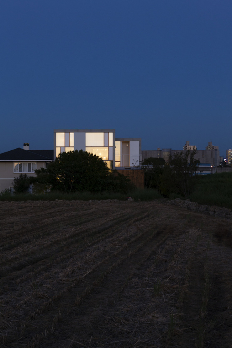 Night view of west facade ihrmk Modern houses