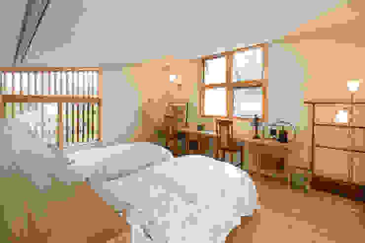 ゲストルーム オリジナルスタイルの 寝室 の Far East Design Labo オリジナル