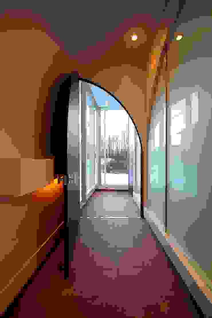 5° モダンスタイルの 玄関&廊下&階段 の ヒココニシアーキテクチュア株式会社 モダン