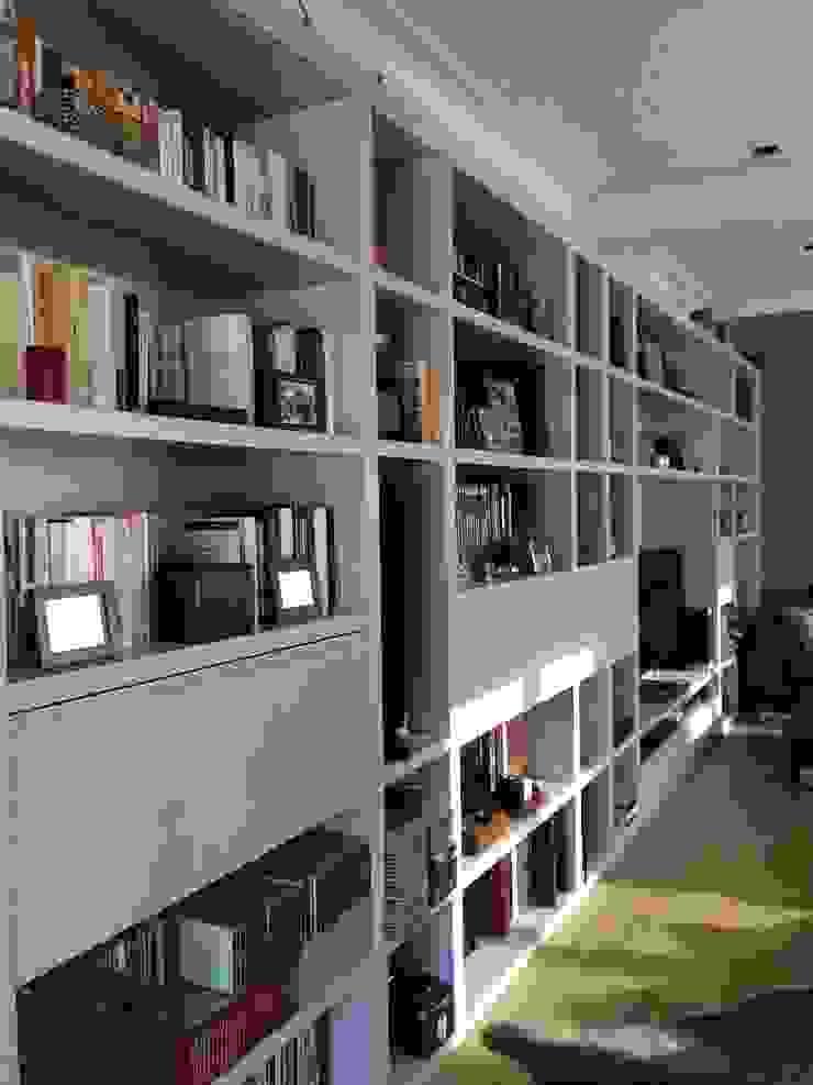 Librería de ANA EMO INTERIORISMO Moderno