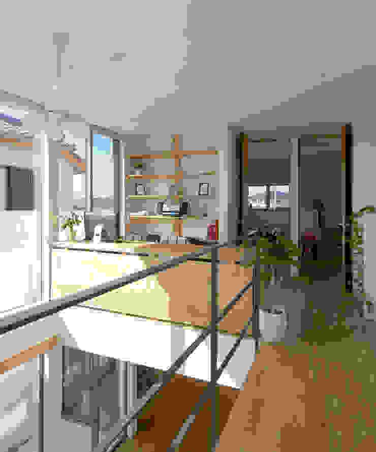 2階廊下 モダンスタイルの 玄関&廊下&階段 の H建築スタジオ モダン