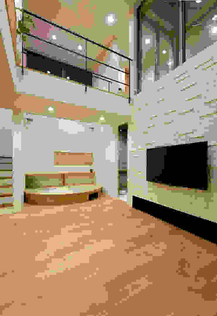 リビング2 モダンデザインの リビング の H建築スタジオ モダン