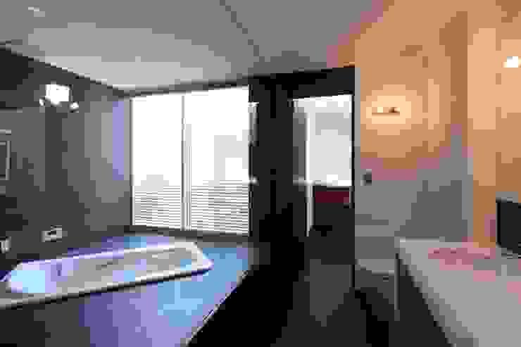 バスルーム モダンスタイルの お風呂 の Far East Design Labo モダン