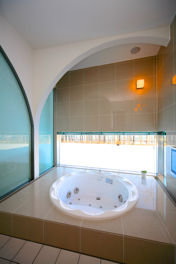 5° モダンスタイルの お風呂 の ヒココニシアーキテクチュア株式会社 モダン